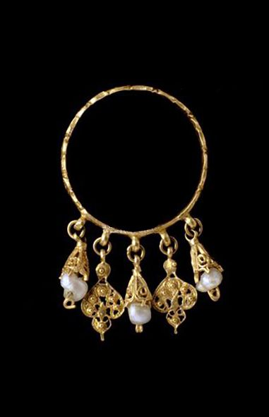 Islamic golden earring housed in The Bargello National