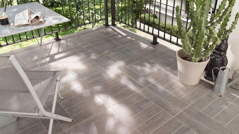 Le carrelage Vinci habille le sol de votre terrasse pour un style - photo terrasse carrelage gris
