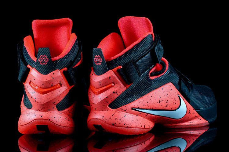 Resultado de imagen para zapatillas lebron para basket