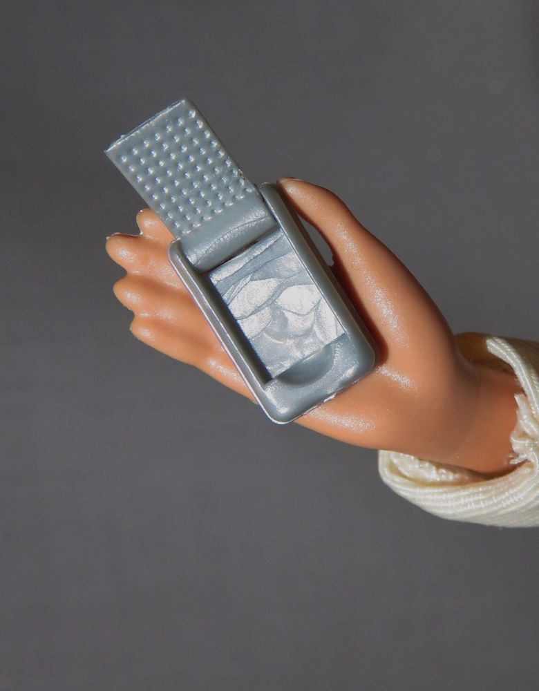 * ACCESSORY ~ BARBIE DOLL MINIATURE CYNTHIA ROWLEY FLIP CELL PHONE FOR DIORAMA
