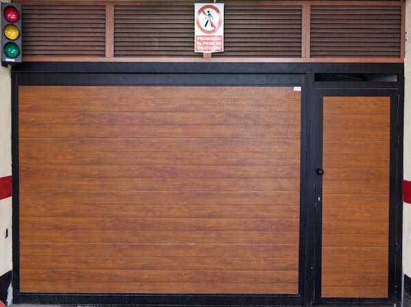 Puerta garaje de madera inspiraci n de dise o de - Puertas de garaje de madera ...