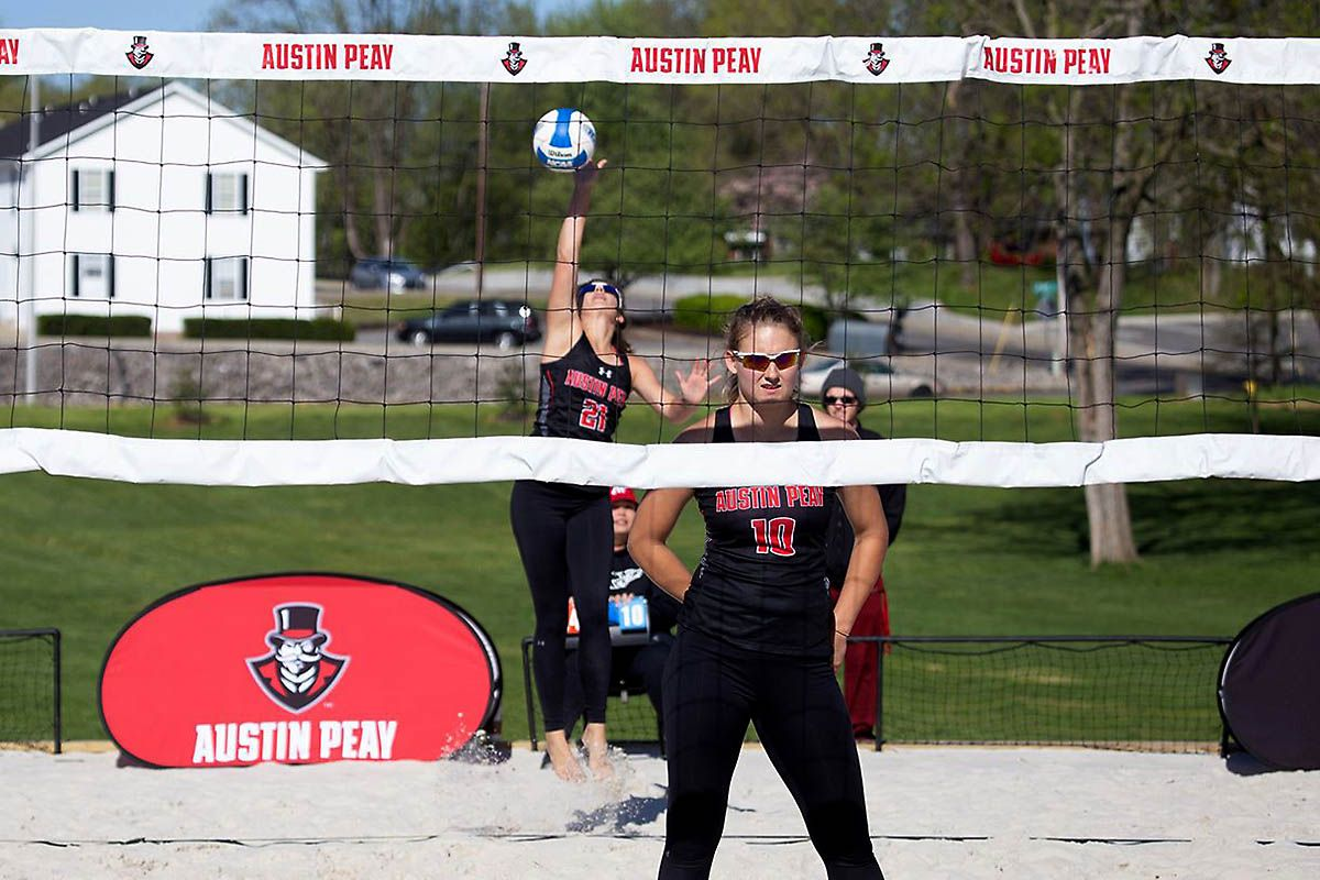 Apsu Beach Volleyball Falls To New Orleans At March To May Invitational Clarksville Tn Online Beach Volleyball Volleyball Austin Peay State University