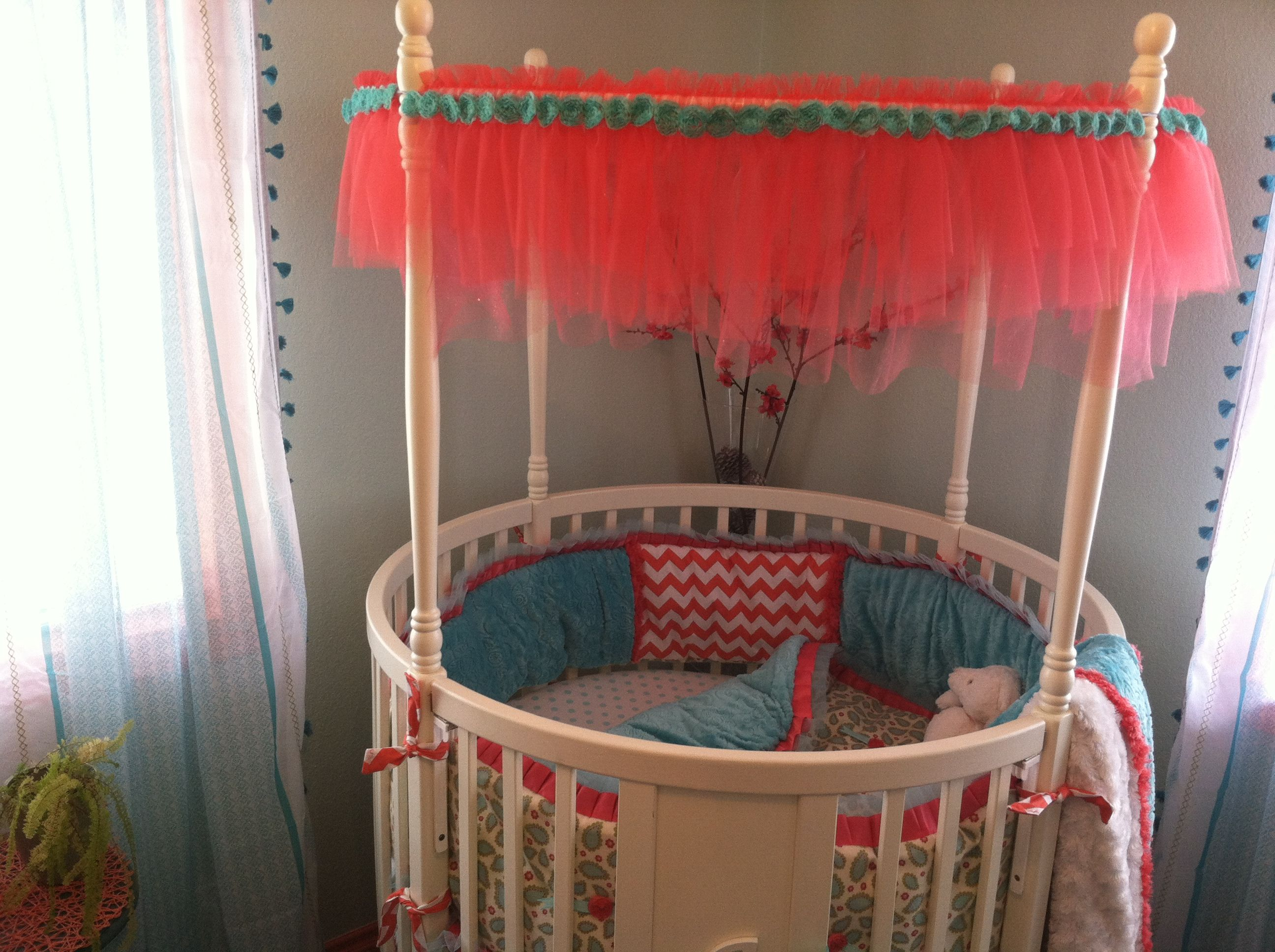 Awesome Corner White Wooden Round Baby Crib With Sweet Transparent