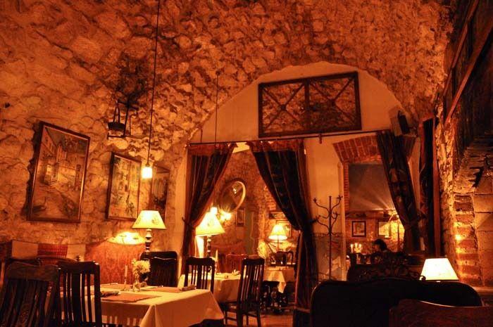 dans une des caves du centre ville se trouve un des premiers et le plus grand salad bar de. Black Bedroom Furniture Sets. Home Design Ideas
