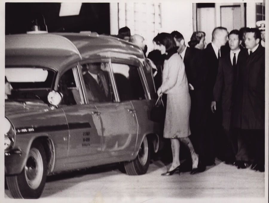 Mrs Kennedy Leaving Air Force 1 After Arriving In