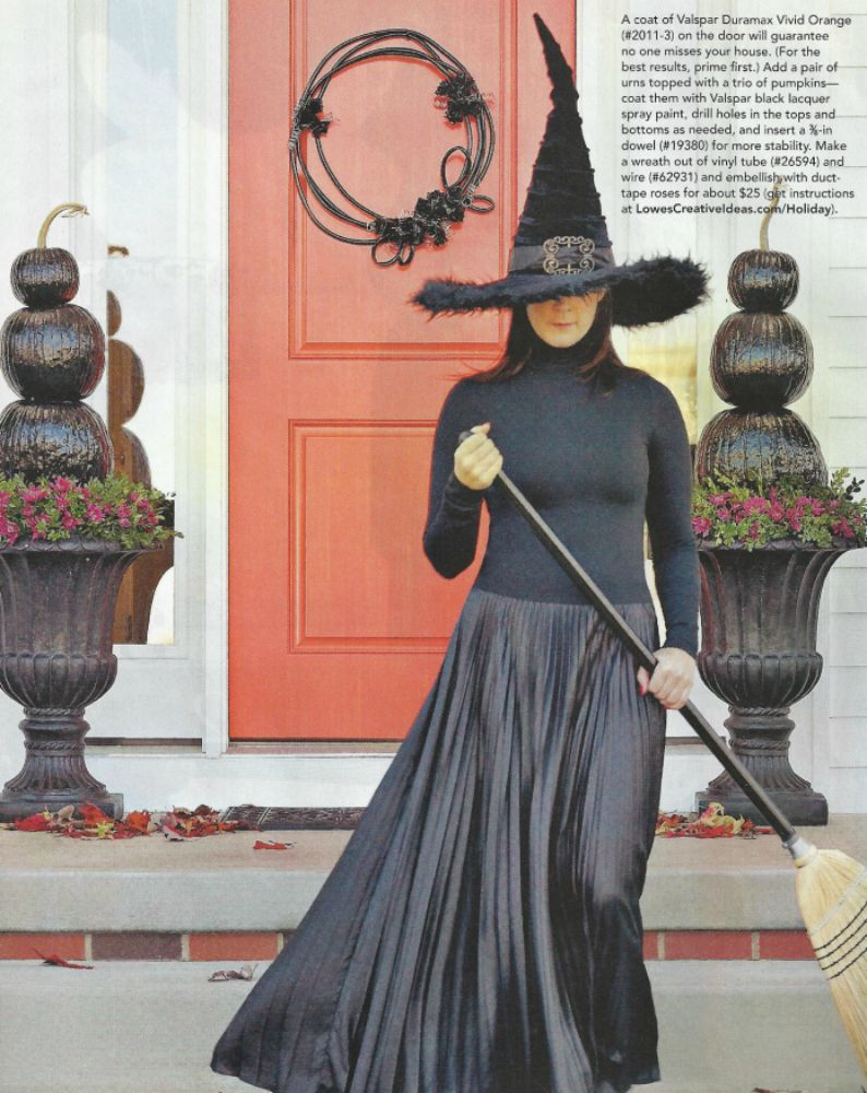 Halloween Door decor. I like her simple witch costume more ...