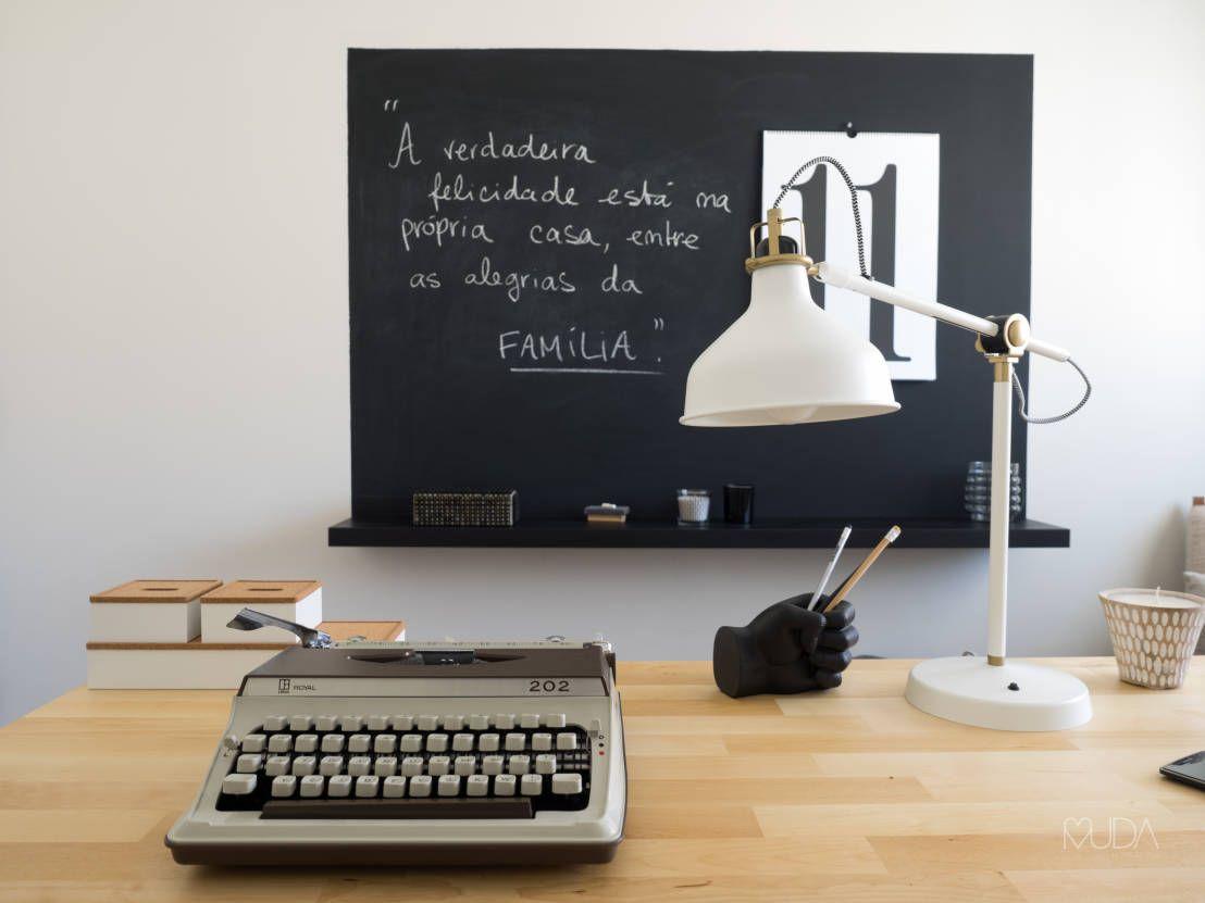 Escritório Preto no Branco - Depois : Escritórios escandinavos por MUDA Home Design