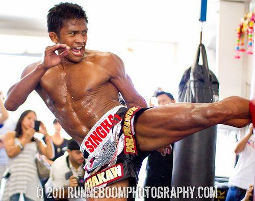 Buakaw por pramuk kick boxing pinterest - Allenamento kick boxing a casa ...