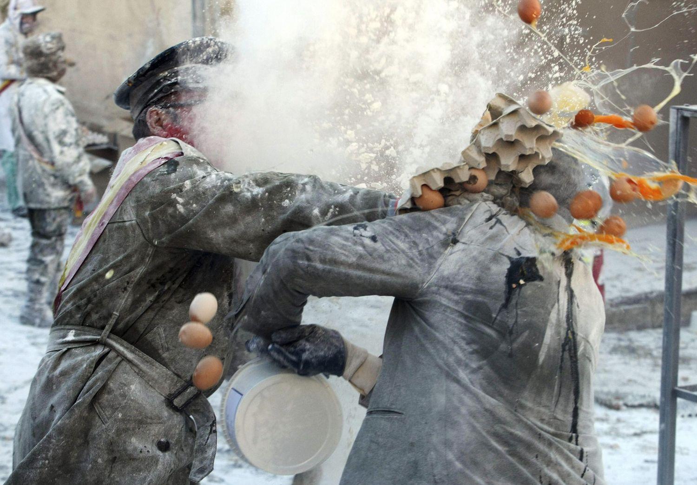 Fight eggs in spain