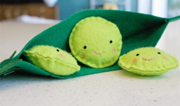 Read little pea by amy krause rosenthal and make this for Peas in a pod craft