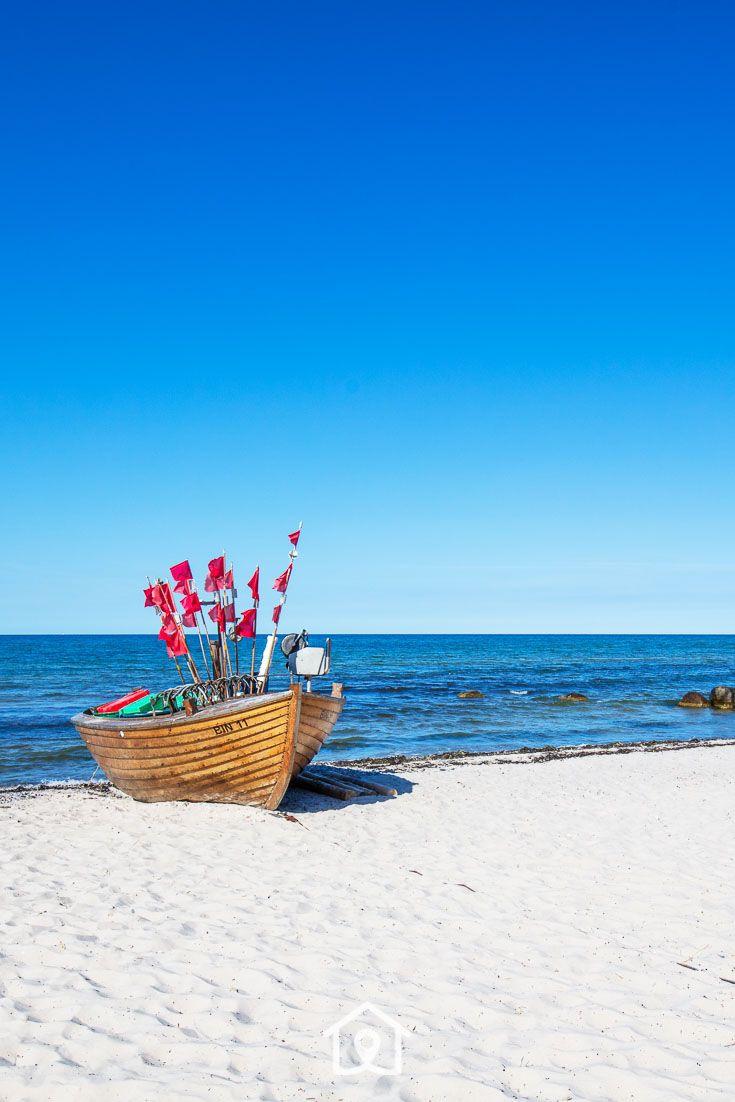 Boot am Strand von Binz Insel Rügen Ostsee Ferien