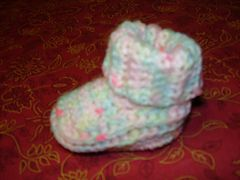 Ravelry: roll collar baby bootees pattern by sarah bellinkx