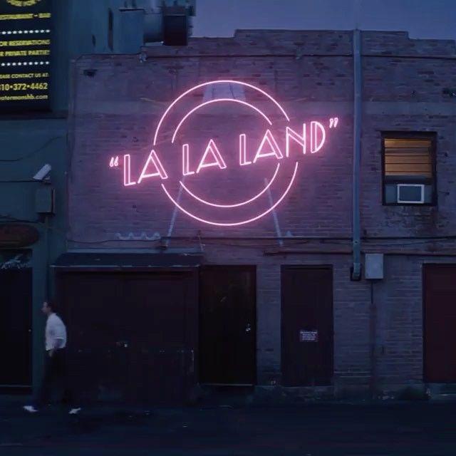 Ryan Gosling ja Emma Stone loistavat #LALALAND -elokuvassa ⭐️⭐️⭐️⭐️⭐️Nyt elokuvateattereissa 🎬💎✨ Oletko käynyt katsomassa LA LA LANDin jo uudestaan... ja uudestaan.... ja vielä kerran uudestaan? ✨#nordiskfilmfinland @nordiskfilmfinland #elokuvateattereissa #rakkaus #musiikki #unelmat