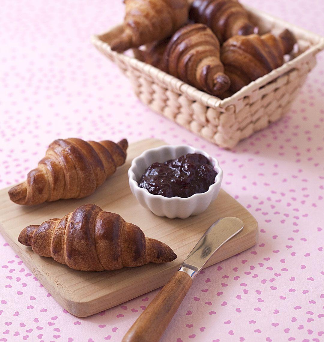 Croissants maison (pâte feuilletée levée rapide) | Recette | Croissants maison, Dessert gourmand ...