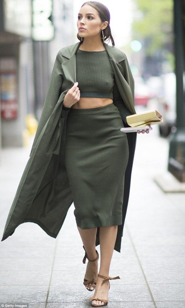 ALEXANDRE BIRMAN Clarita Leather Ankle-Tie Sandals sIhmut