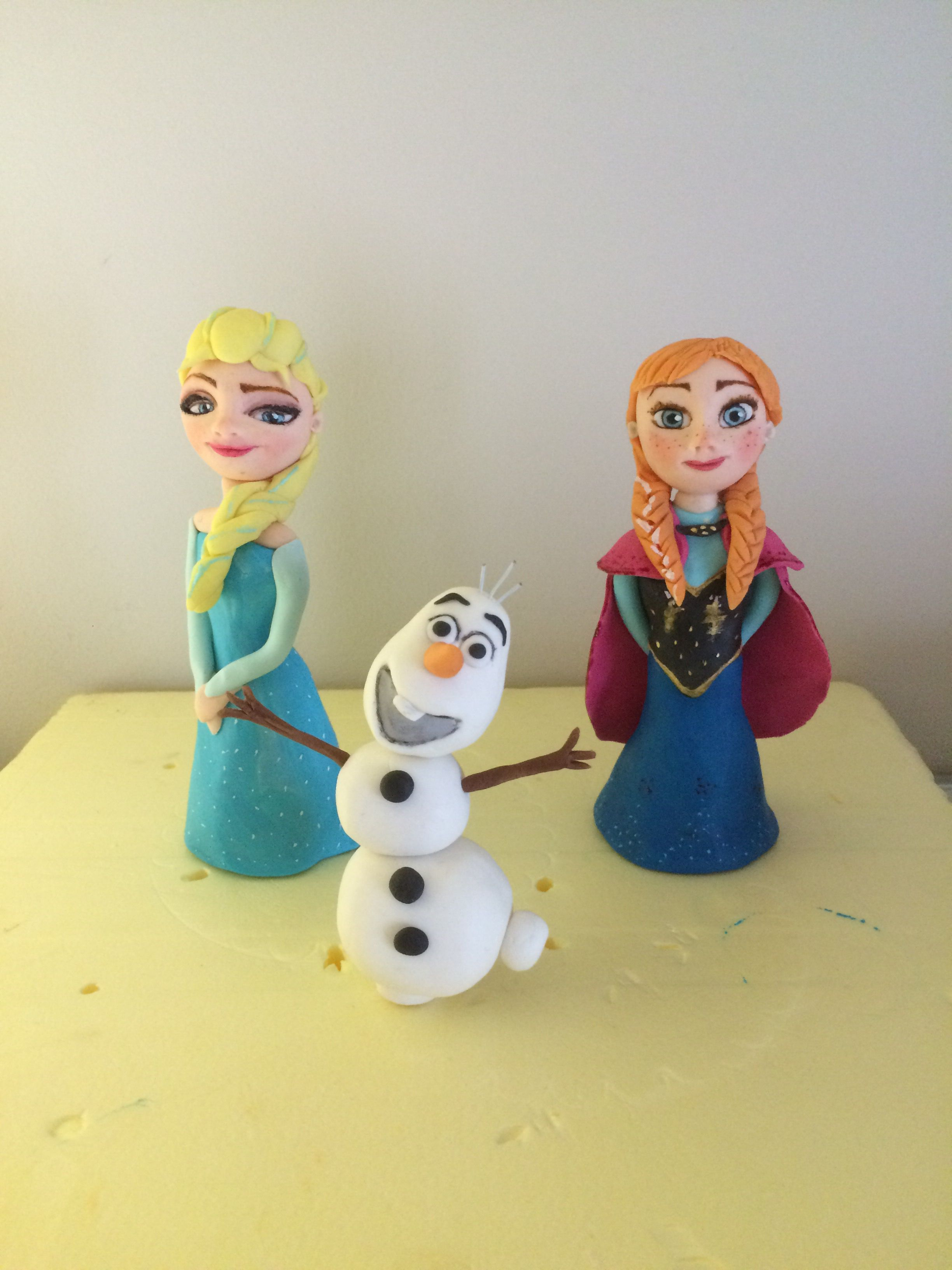 Mini Elsa Anna Olaf Frozen cake topper fondant