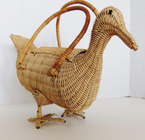 Rare-Vintage-Wicker-Figural-Duck-Purse
