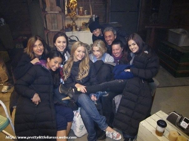 Lucy Hale Behind The Scenes Of Pll Photos Behind The Scenes Pll