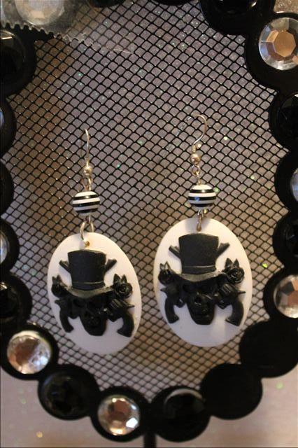 black white skull hat gun kitsch crafted