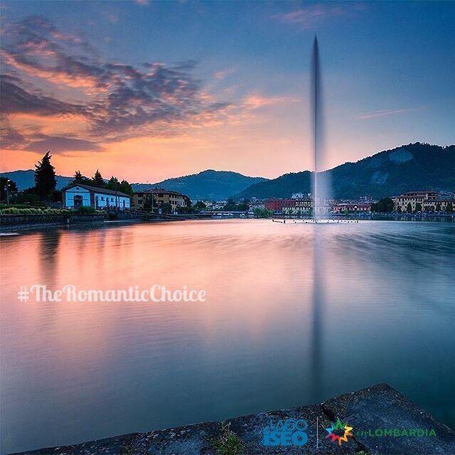 """#TheRomanticChoice Location:#Paratico (BS) Photo Credit: @michelerossettiphotography  Rules: http://www.iseolake.info/it/blog/contest-fotografici  _____________________________________________  Ti ringraziamo per aver condiviso questa immagine di uno dei comuni del lago d'Iseo.  Puoi vincere una visita esclusiva in una cantina della """"Strada del Vino Franciacorta"""" oltre a due bottiglie di Franciacorta Satèn per brindare  in un territorio dal fascino unico!"""