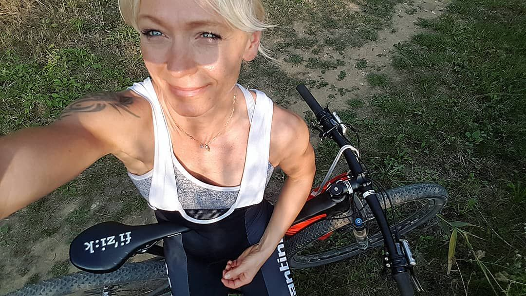 It was MTB time😊🚴‍♀️ x x x #musclegirl #muscel #fitness #mtb #kraft #krafttraining #Tria #swimbikeru...