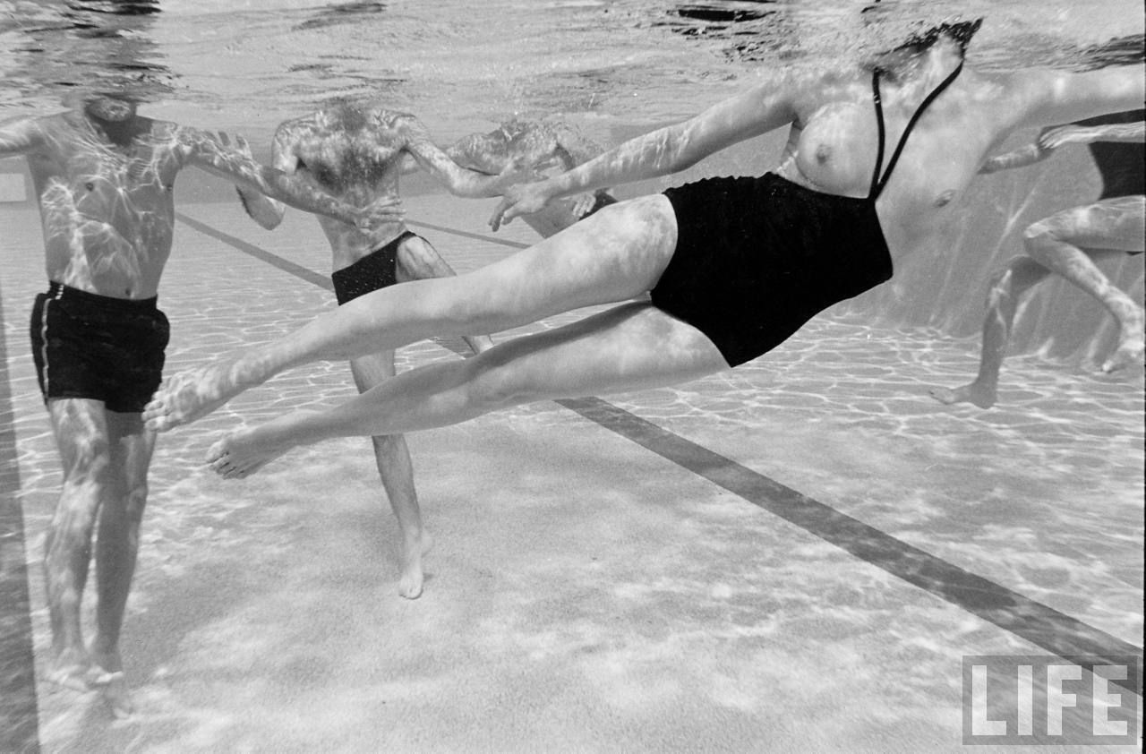 Resultado de imagen para harper's bazaar monokini 1964