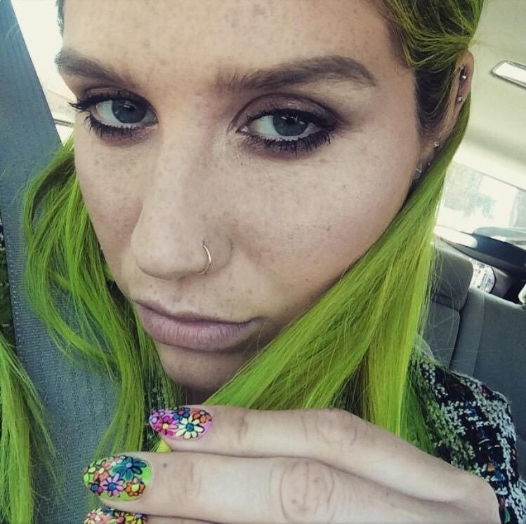 Kesha Selfie True Colors With Images Green Hair Kesha