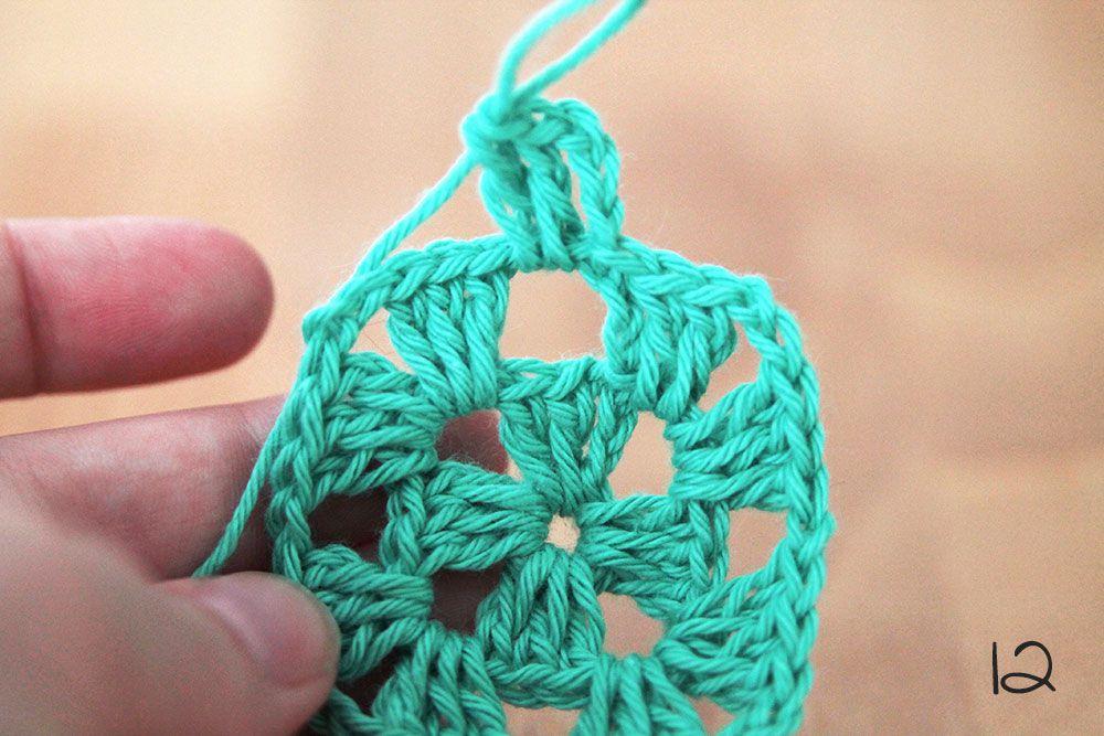 How to crochet a granny square - Crochet lessons | Bebé y Tejido