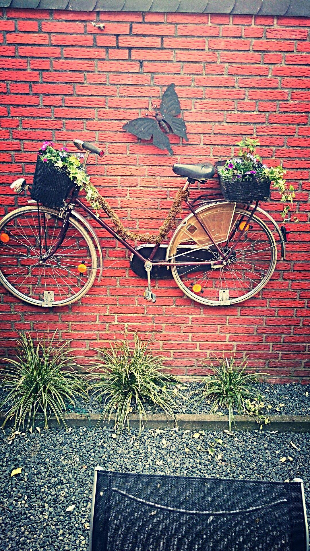 garten dekoration aus einem alten fahrrad deko altes fahrrad fahrrad und deko. Black Bedroom Furniture Sets. Home Design Ideas