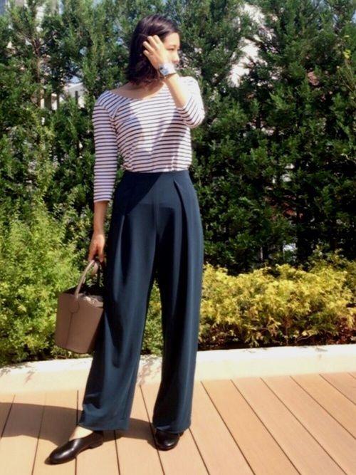 ポンチ素材のパンツは同じシリーズのスカートが気に入って購入✨ ラクなはき心地でカジュアルになり過ぎな