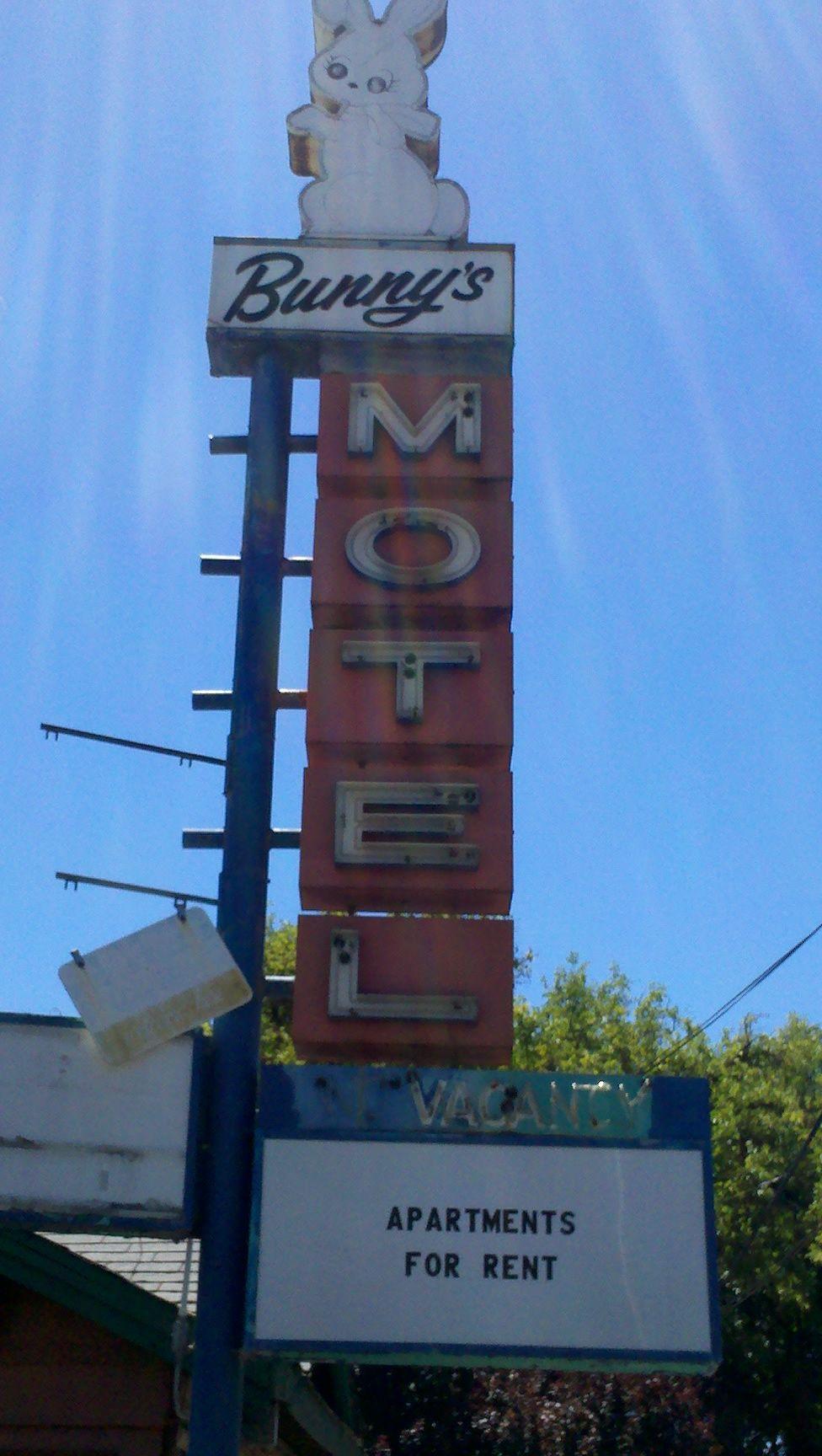 Bunnys motel in grants pass oregon just opposite the flamingo inn july 2013