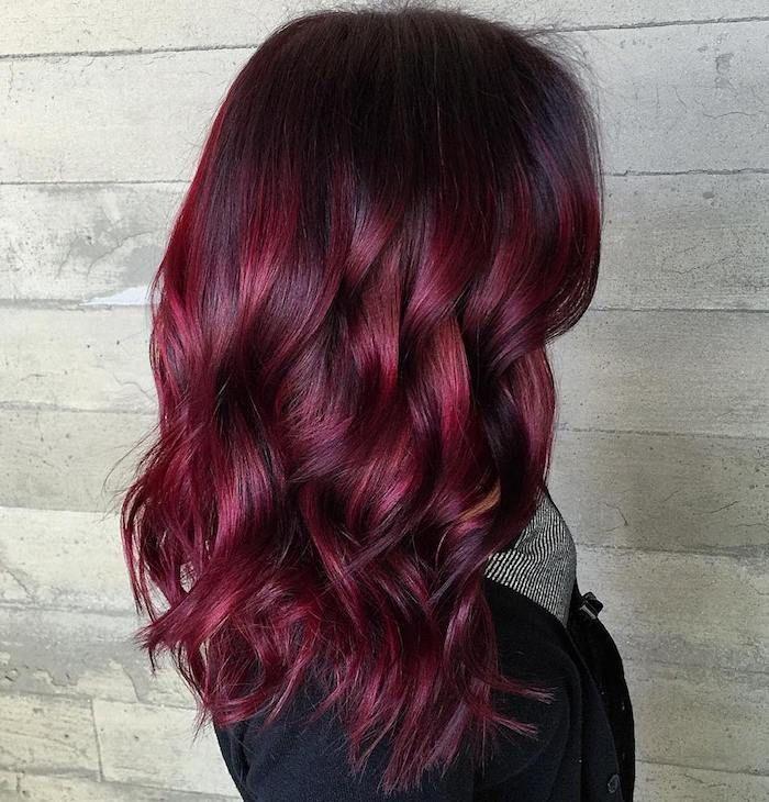 id e coiffure description couleur de cheveux rouge charpe femme manteau noir coiffure avec. Black Bedroom Furniture Sets. Home Design Ideas