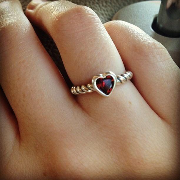 6 days to Valentine's Day – nothing beats a sparkling garnet ❤. #JamesAvery