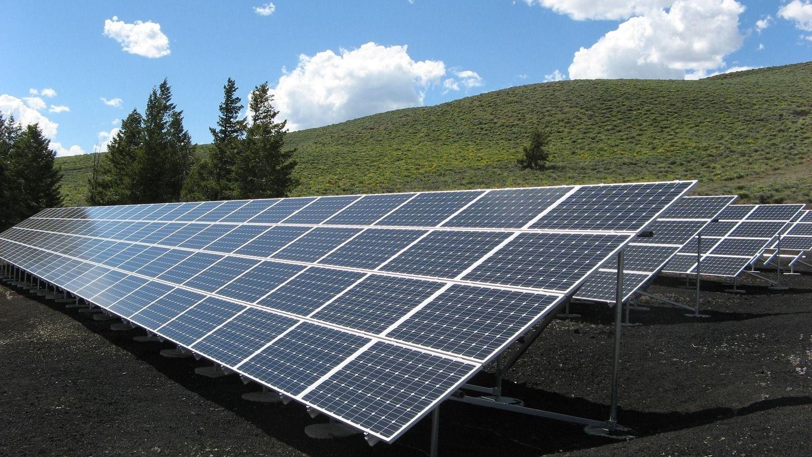 Australian Billionaires Invest In A Massive 15 000 Hectare Solar Farm In 2020 Green Energy Solar Solar Energy System Solar