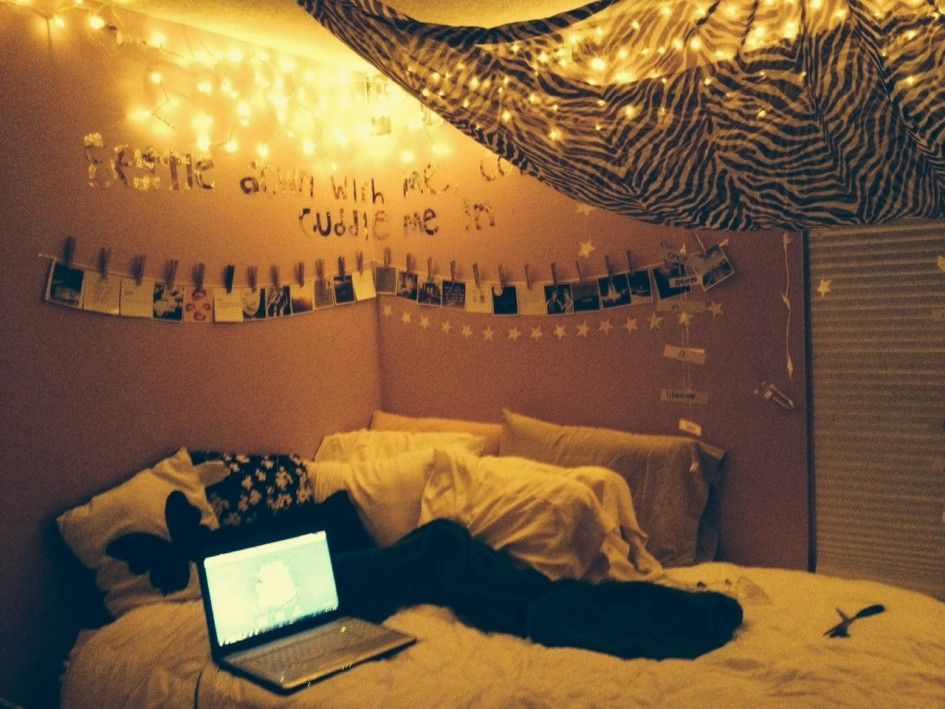 Bedroom hipster teen bedroom decorating ideas yellow hanging string led lights ceiling lamps for Young woman bedroom and string lights