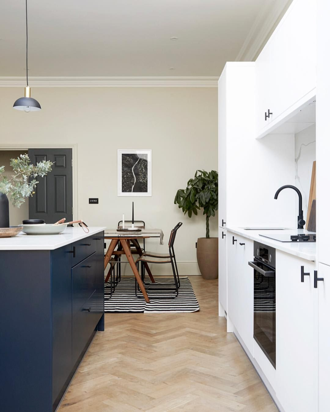 Get Asked About The Ideal Distance Between An Island And Kitchen Run A Lot A Metre Is Pretty Good Stylish Kitchen Design Open Plan Apartment Apartment Kitchen