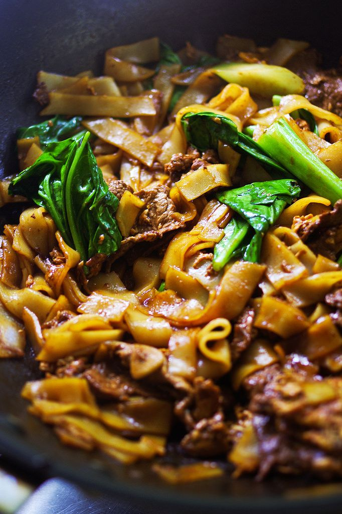 Pad see ew recipe flat wide rice noodles with broccoli and beef pad see ew recipe flat wide rice noodles with broccoli and beef ccuart Choice Image