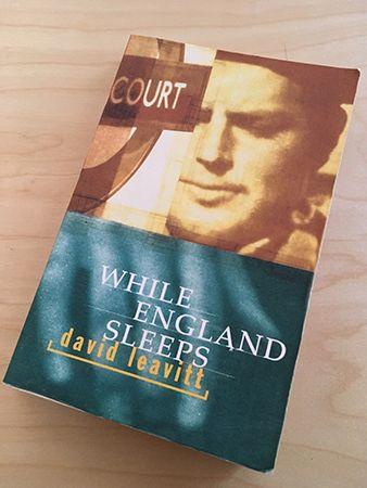 David Leavetts bok While England sleeps