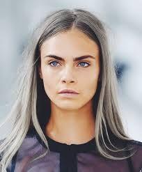 Résultats de recherche d'images pour «mèches grises sur cheveux noirs»