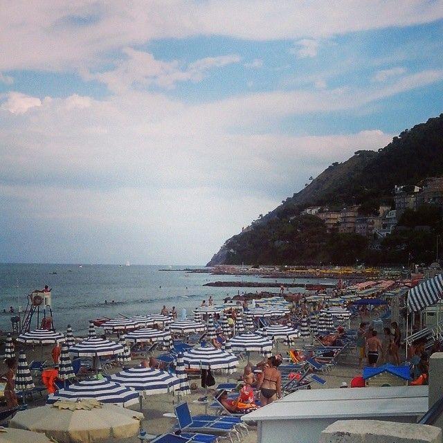 Laigueglia's beach - Mediteranean sea | All things Italy