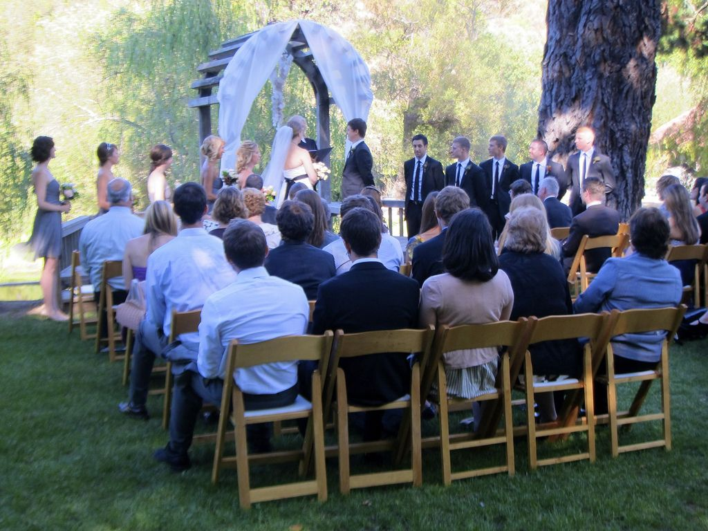 small backyard wedding ideas on a budget backyard wedding photo by jennifer morrow