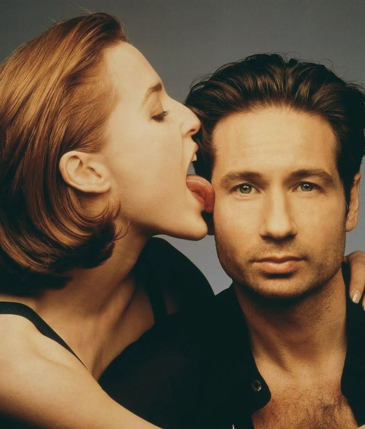 Gillian Anderson And David Duchovny Us Magazine May 1997 Photo