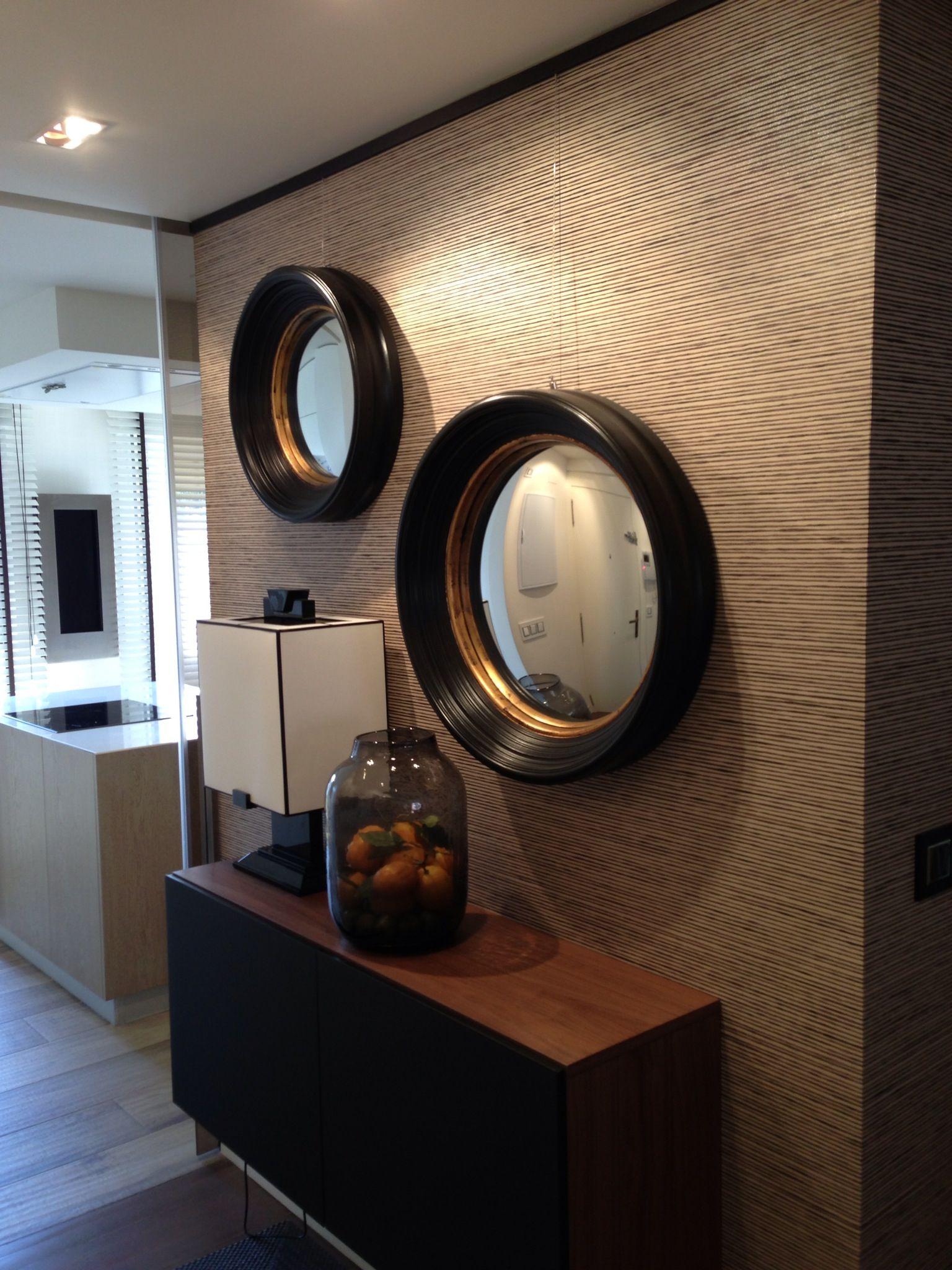 Recibidor Con Espejos Negros Y Dorados Y Mueble Al Aire En Madera  # Muebles Dorados
