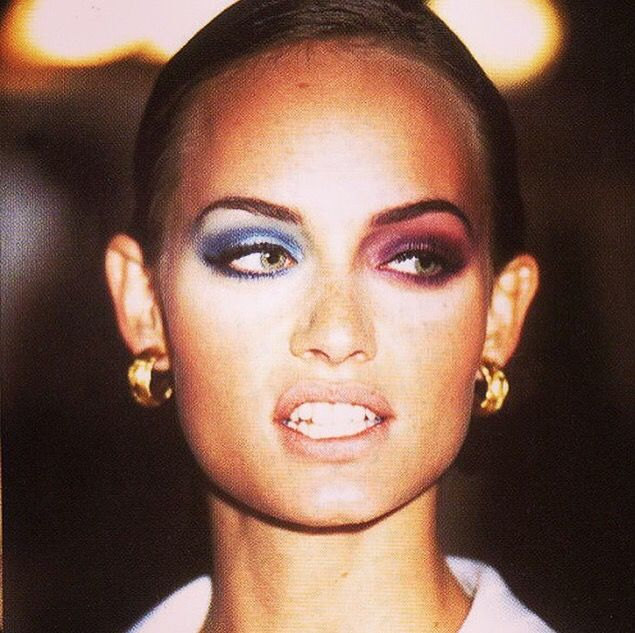Amber Valletta Like the gold jewellery 90s vibe