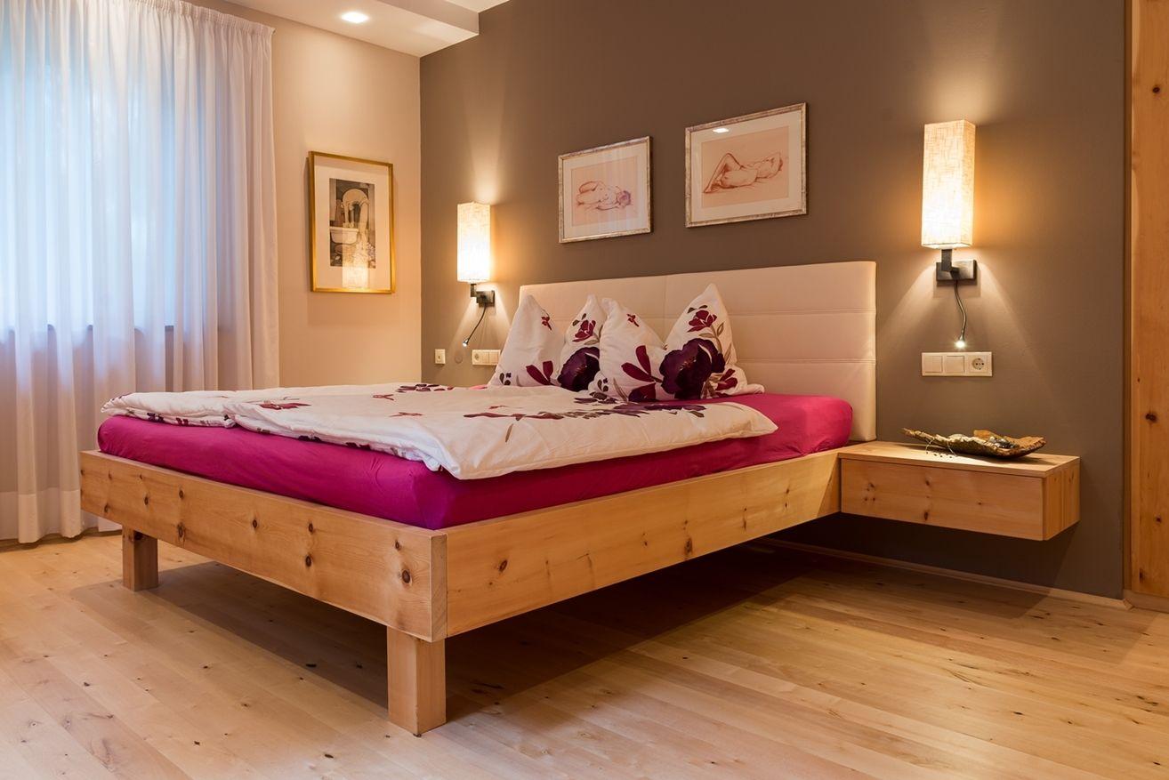 Doppelbett mit Nachtkästchen Doppelbett, Bett und Haus deko
