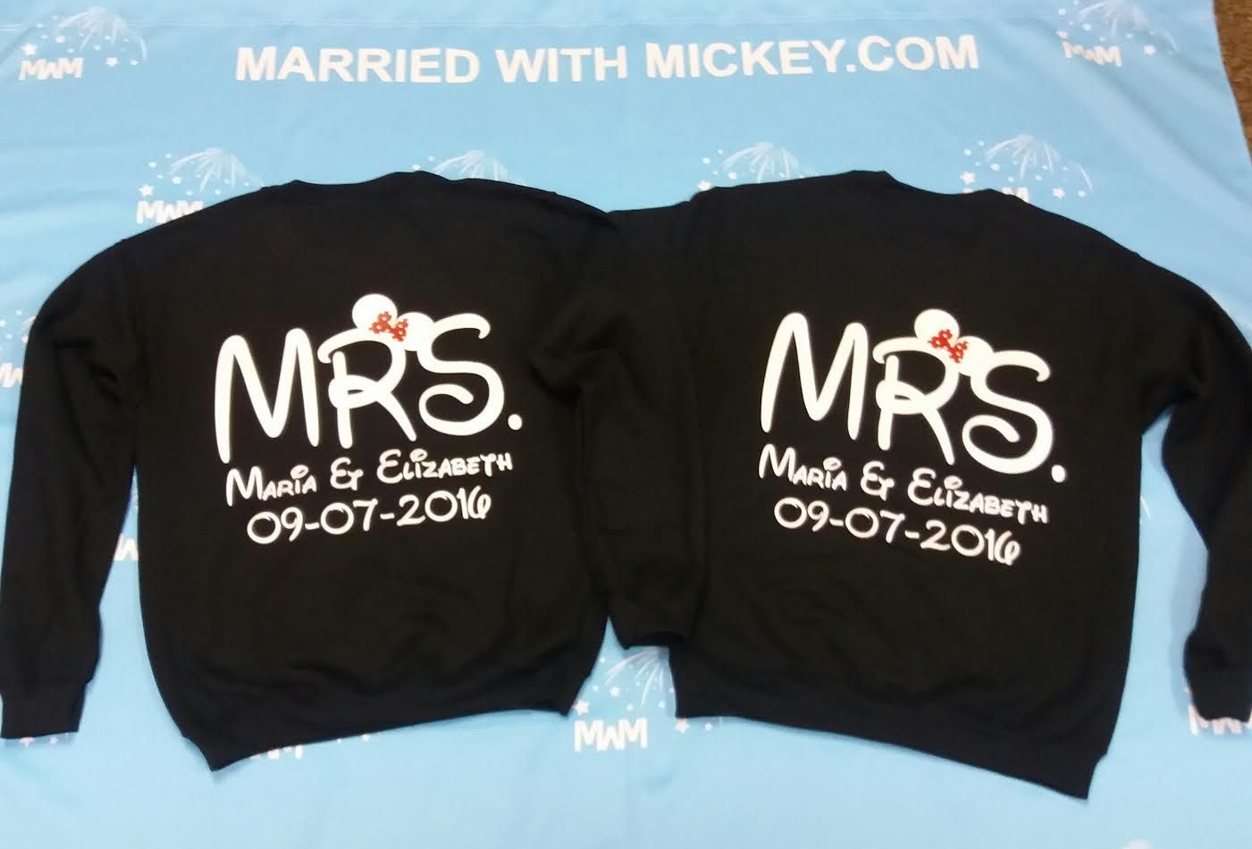4412e7b65 LGBT Lesbian Mrs With Little Minnie Mouse Cute Kiss Couple Shirts in ...