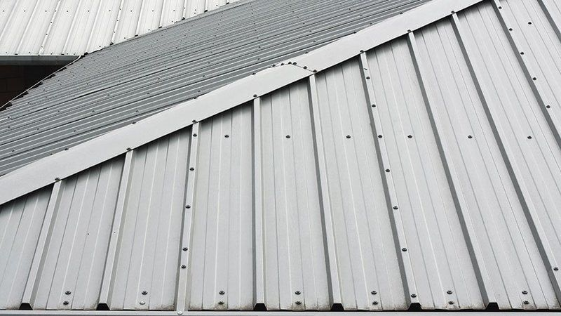 Why Contractors Are Needed For Metal Roofs Metal Roof Corrugated Metal Roof Corrugated Metal