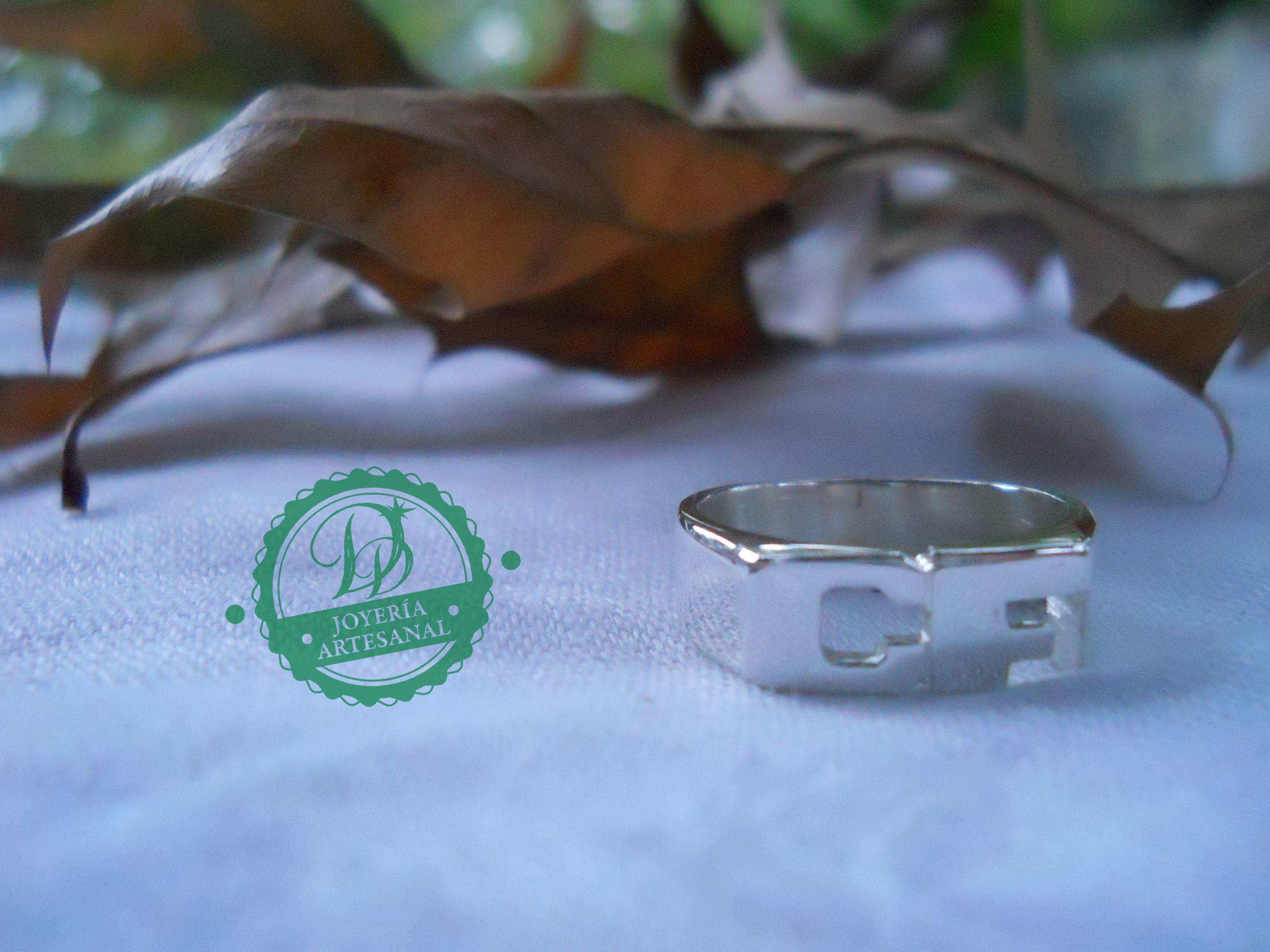 Sello / Anillo con iniciales realizado en plata de ley.