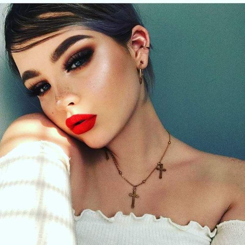 Smokey Eyes With Red Lips Thats Sensous Seductive Red Lip