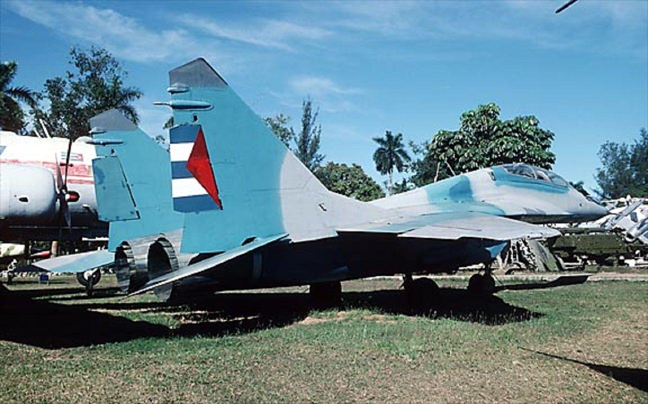 FUERZA AÉREA CUBANA - MIG-29  http://www.taringa.net/posts/imagenes/10830212/Fuerzas-aereas-de-America.html
